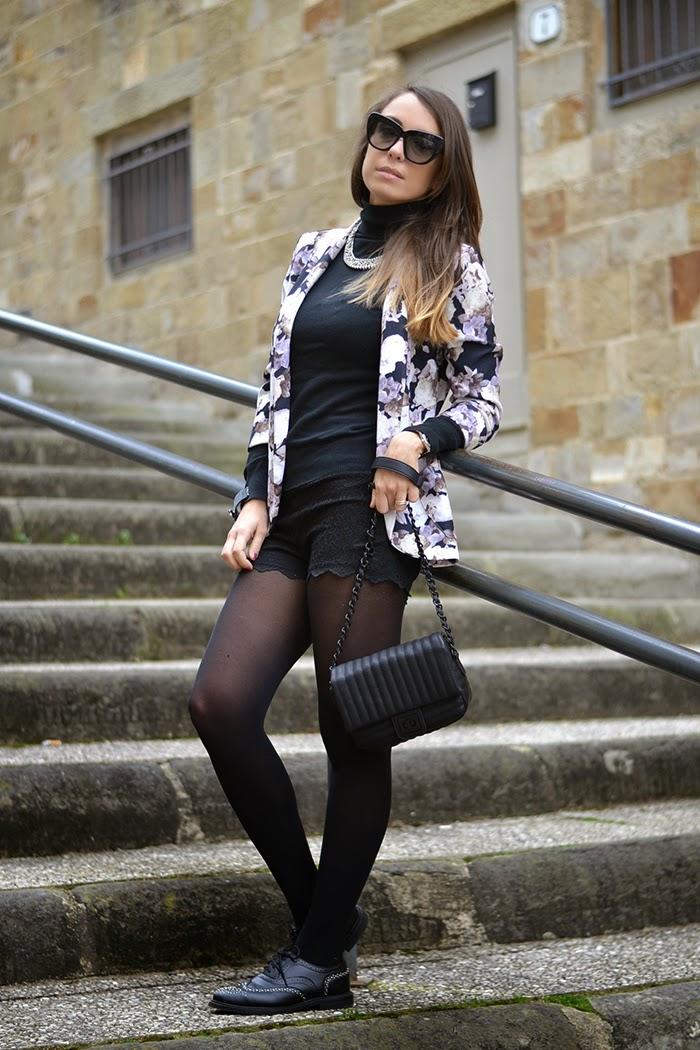 total look nero giacca fiori