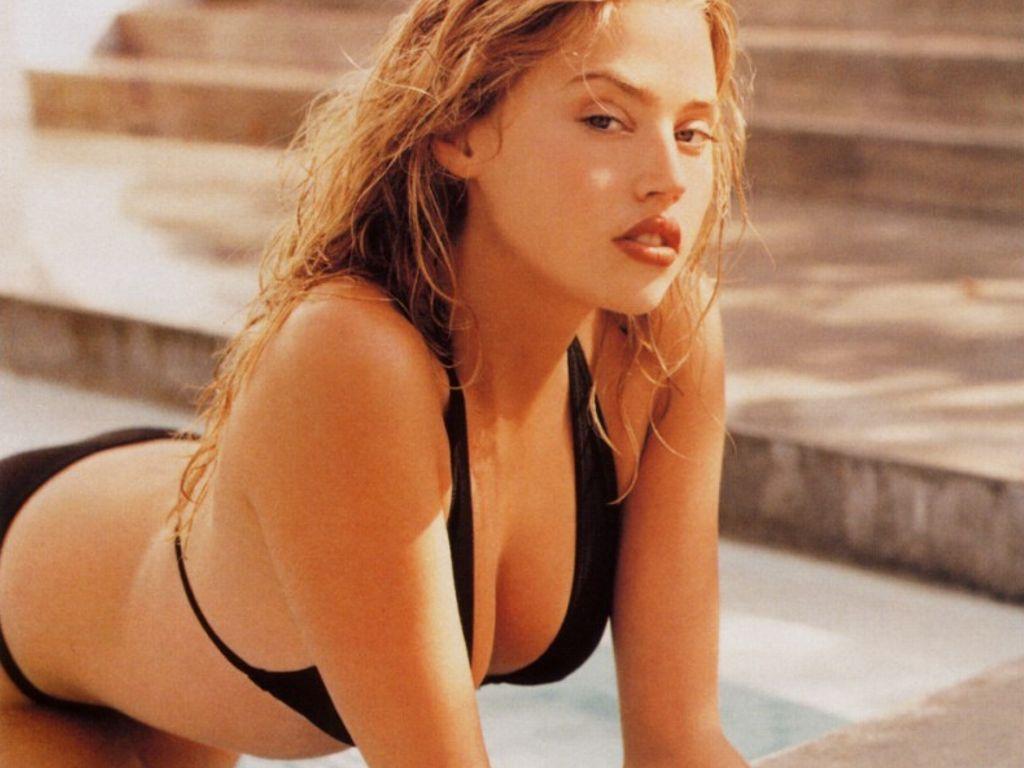 http://3.bp.blogspot.com/-NdWTnEJSjOQ/Tlp9vTPjQ8I/AAAAAAAAAU4/z76Y0dVUp5k/s1600/Estella-Warren-in-hot-bikini-5.JPG
