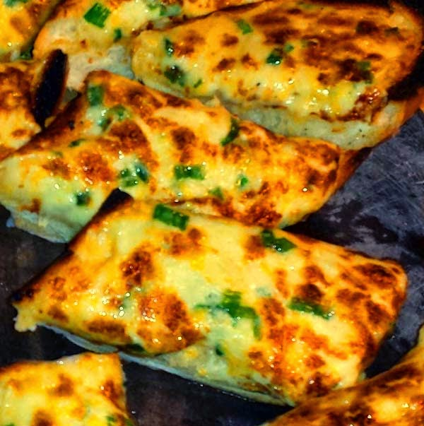 Cheesy Garlic Bread with Green Onions
