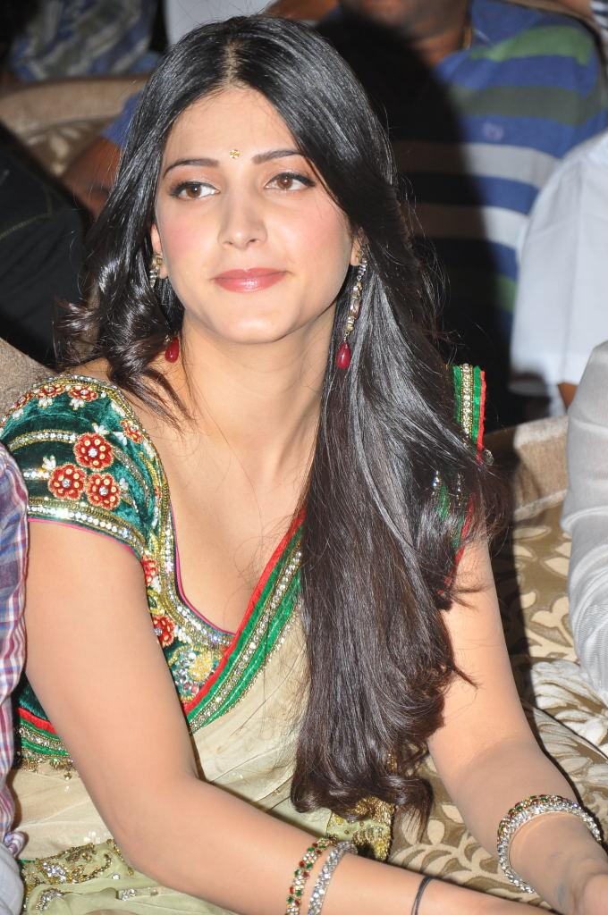 shruti hassan hot stills in saree