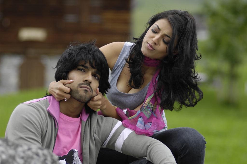 kajal agarwal in magadheera movie hot deeep cleavage show hq picz