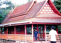 Bua Kwan Temple