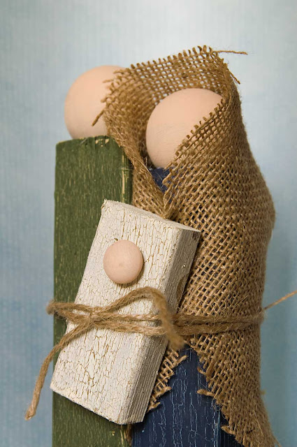 http://jillmadeit.blogspot.co.uk/2011/12/diy-simple-wooden-holy-family-nativity.html