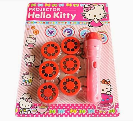 Kado ulang tahun untuk anak perempuan berupa mainan proyektor cantik hello kitty.
