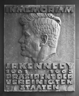 THe JFK  memorial plaque in Munich, Germany