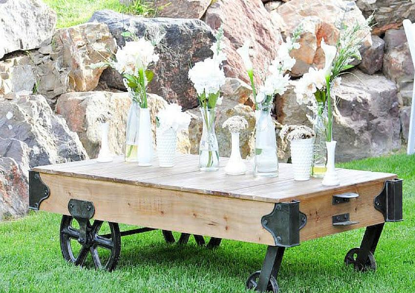 Mesa dulce vintage para bautizo decorada con pizarra y arpillera by Habitan2