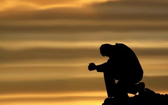 Berdoa sedih wallpaper cewek