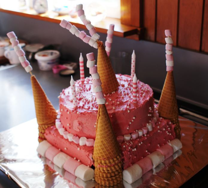 How To Make A Castle Birthday Cake The Kitchenmaid