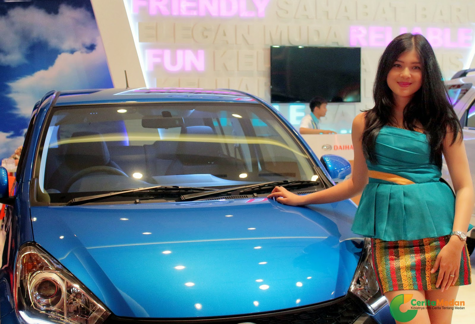 Cewek Seksi SPG Mobil Pameran Otomotif Medan