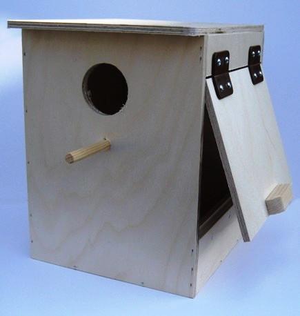 sarang atau glodok untuk lovebird umumnya terbuat dari kotak kayu