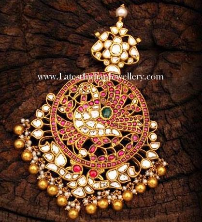 Gold Jadau Pendant with Polkis