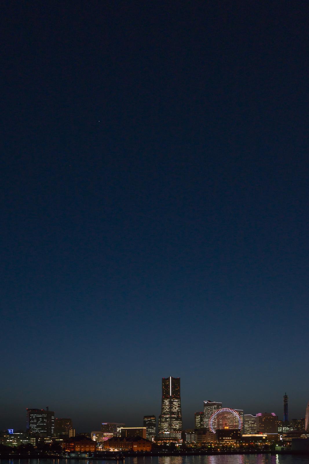 横浜、大さん橋にて手持ちで撮影した夜景写真 3