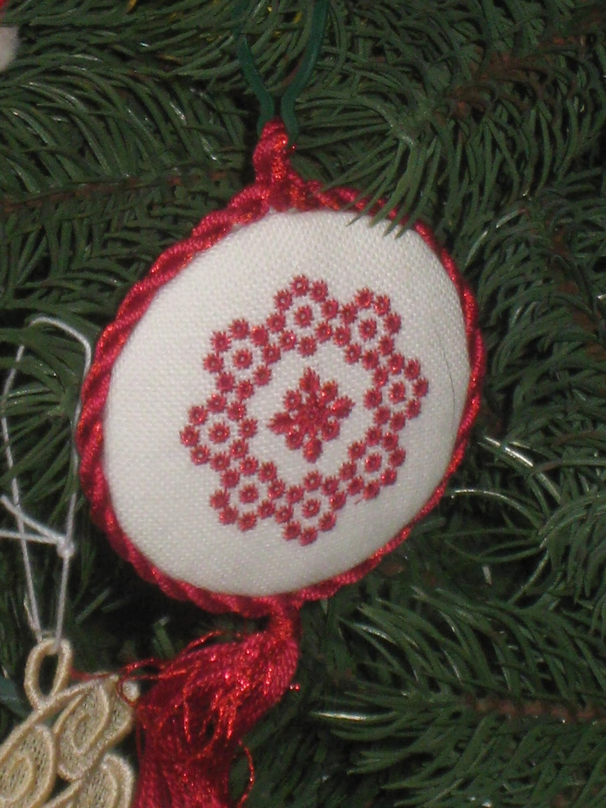Cousin ornaments - And Pretty Intricate Ornaments Made By Andy S Cousin Mindy Who Is Obviously A Woman Of Infinite Patience We Also Have Several Very Unique Ornaments Made