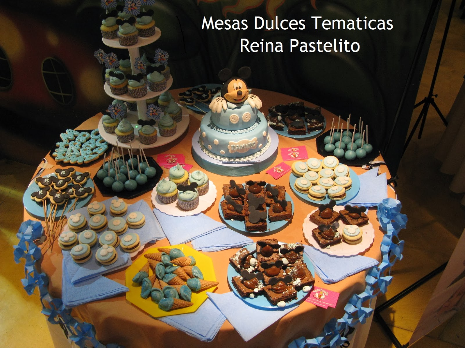 Reina pastelito cupcakes tortas for Mesa dulce para bautismo