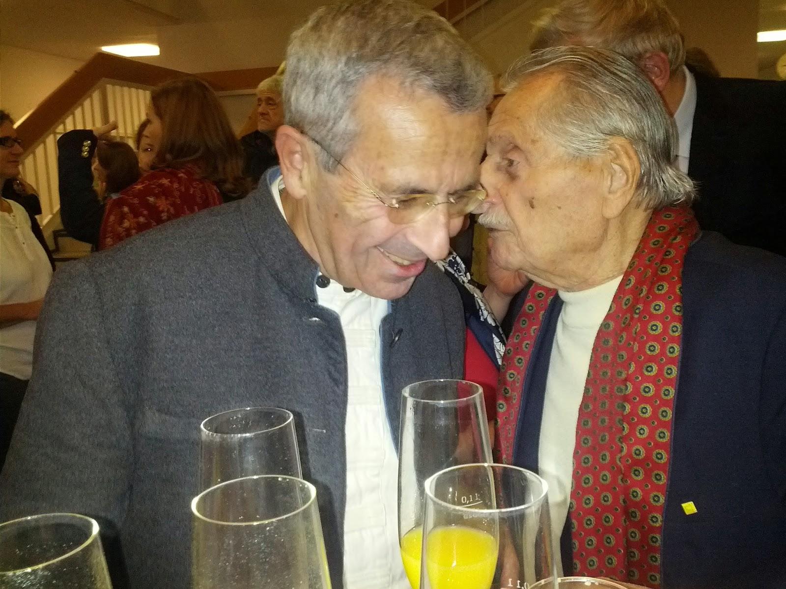 Ahmet Arpad, Salzburg Yahudi cemaati başkanı 101 yaşındaki Marko Feingold ile sohbet ediyor.