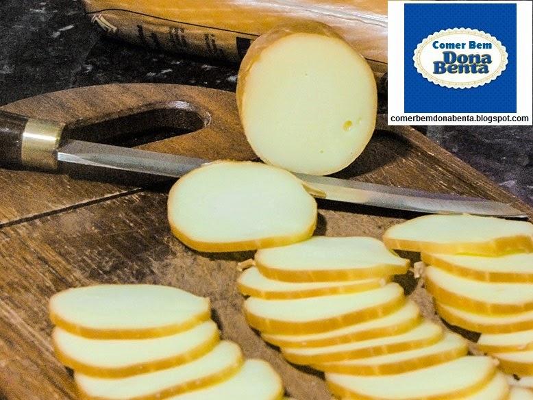 http://comerbemdonabenta.blogspot.com/2014/06/receita-de-chips-de-provolone.html