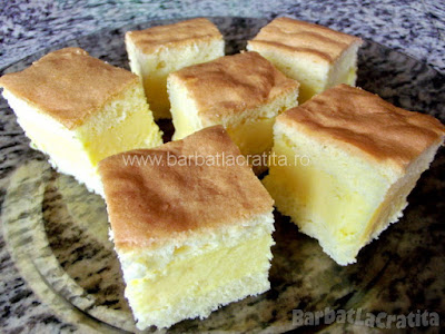 Prajitura cu vanilie taiata bucatele