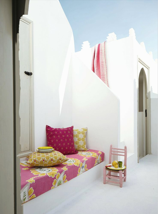 Safari Fusion blog | Tickled pink | Stylish simplicity with splashes of pink in a Moroccan outdoor terrace