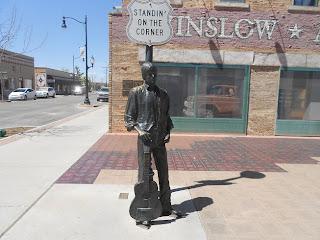 standing on the corner statue winslow
