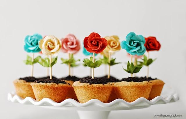 Vasinhos de cupcake com flores