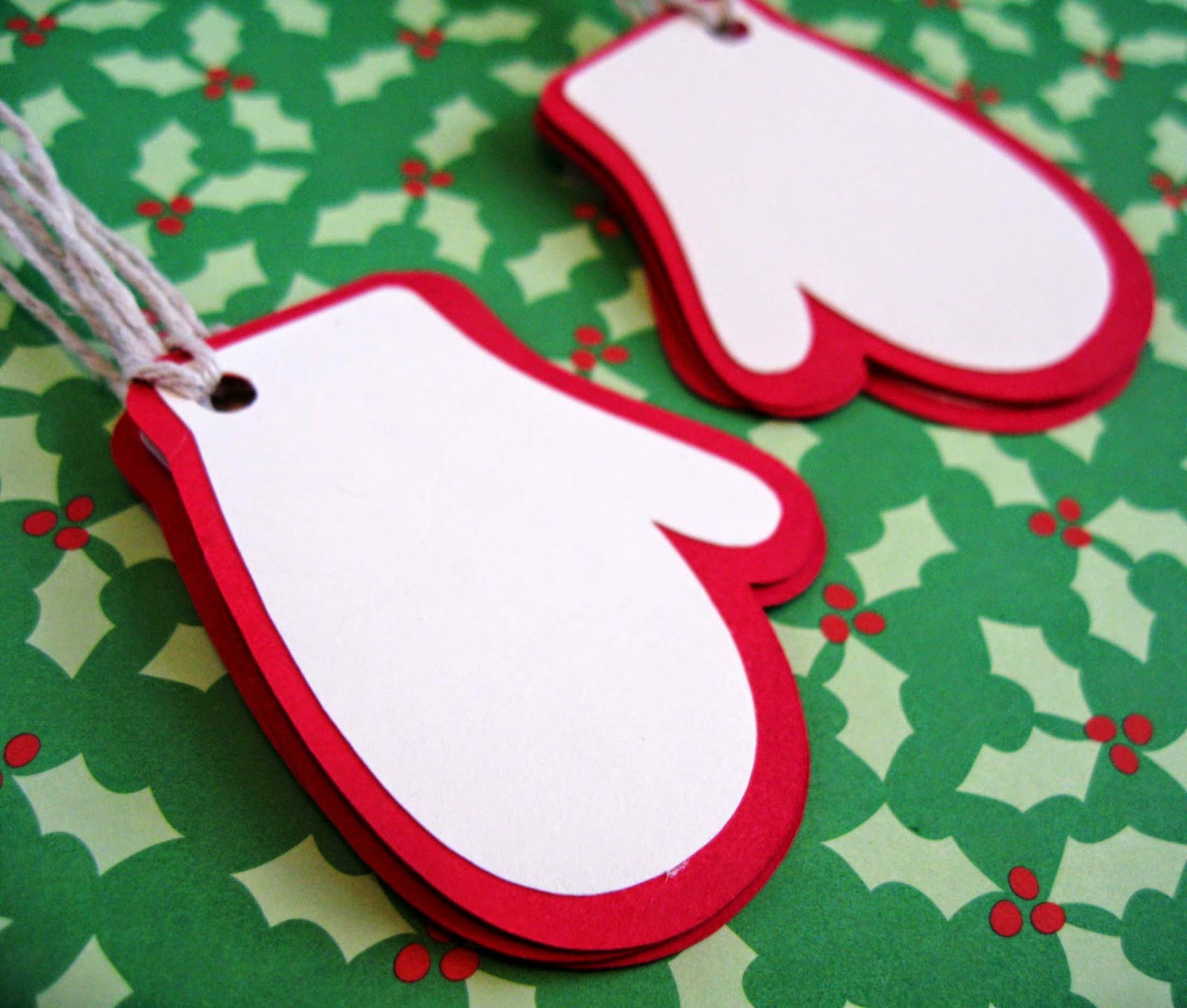 http://www.tiffzippy.com/mitten-holiday-gift-tags/