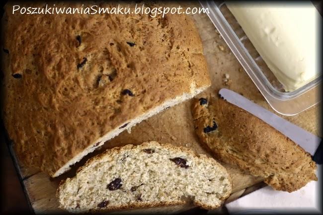 Chleb drożdżowy z rodzynkami z mąką razową, ciasto drożdżowe z rodzynkami