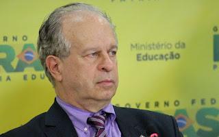 Dilma demite Renato Janine; Mercadante assumirá ministério da Educação