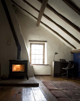 Attic works decorating with wood 2 - The rustic attic ...
