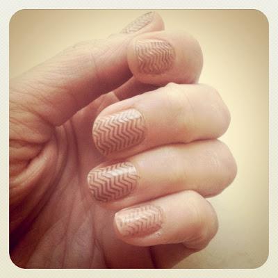 nail art: chevron fingernails tutorial