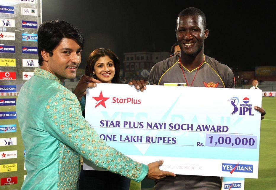 Darren-Sammy-Nayi-Soch-Award-RR-vs-SRH-IPL-2013