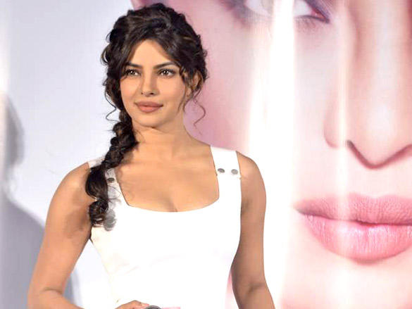 priyanka chopra launches nikon 1 cameras hot images