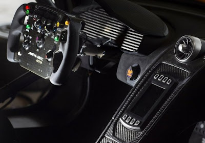 2011-McLaren-MP4-12C-GT3-Dashboard