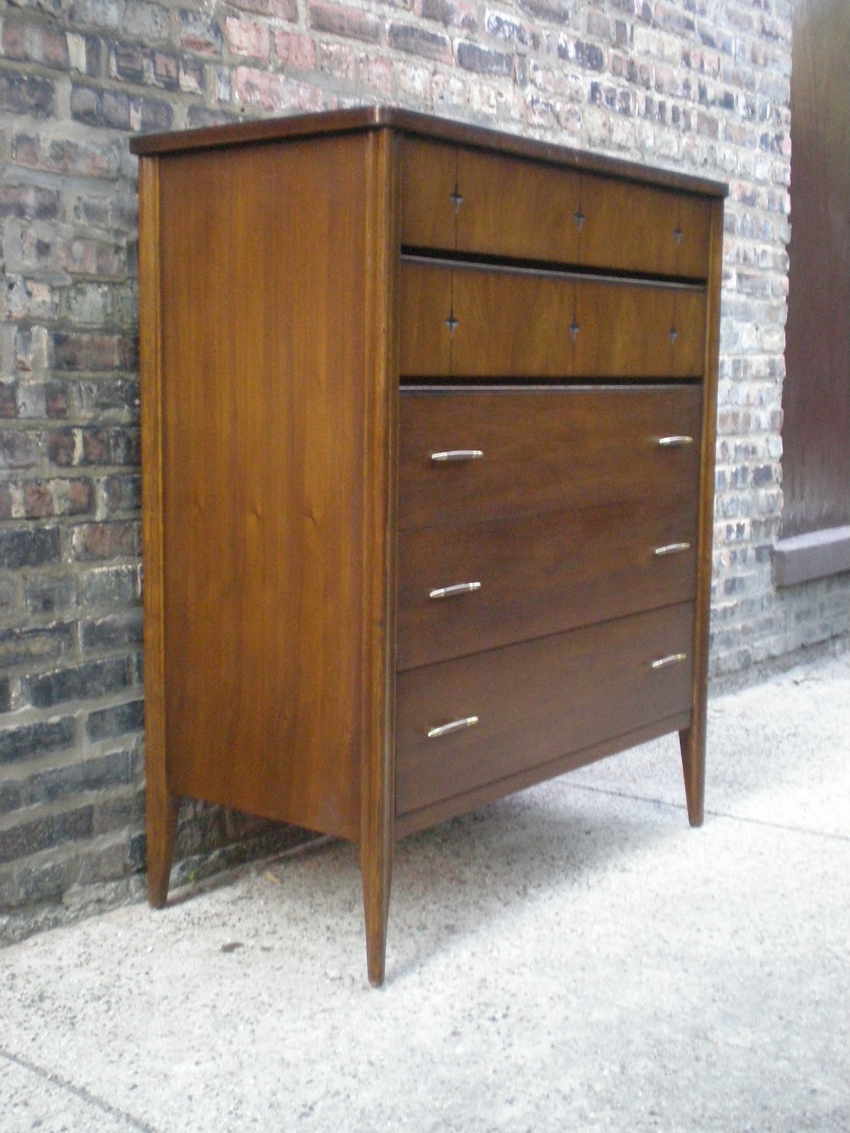 Mid Century Chicago Broyhill Saga Bedroom Set
