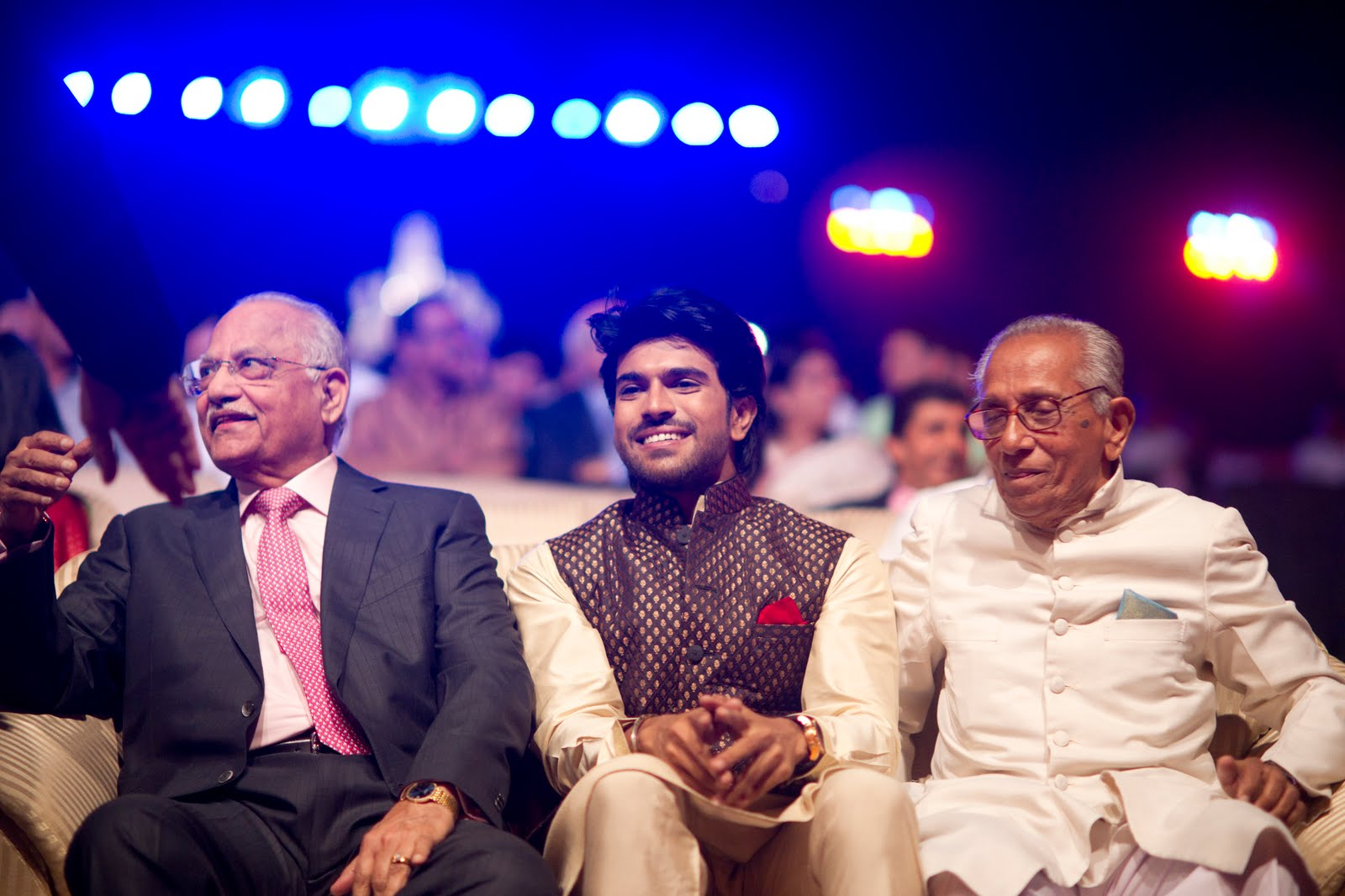 http://3.bp.blogspot.com/-NhLLxJeBrp0/Ttoe_BqgniI/AAAAAAAAFhY/tyBSpVE0Vvo/s1600/Ram-Charan-Upasana-Engagement-party-wallpapers%2540actressworld.net.jpg