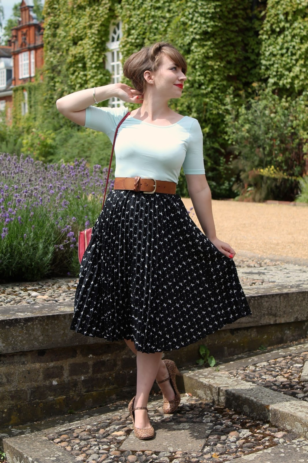 Using the modern crop top in vintage style