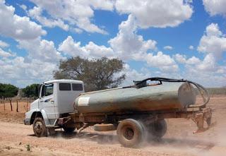Saiba como controlar o uso de água transportada em caminhão-pipa