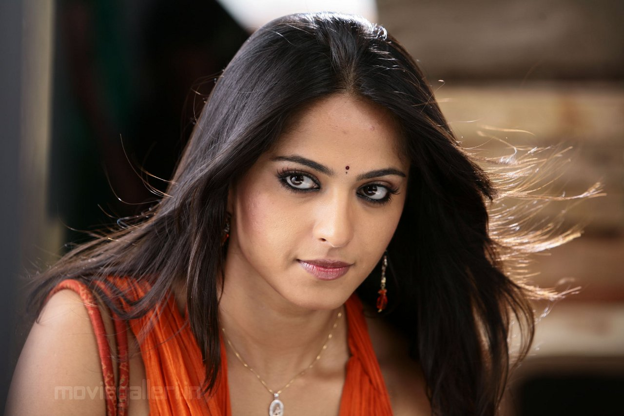 Anushka Shetty Cute Pics Puli Veta Telugu Movie New