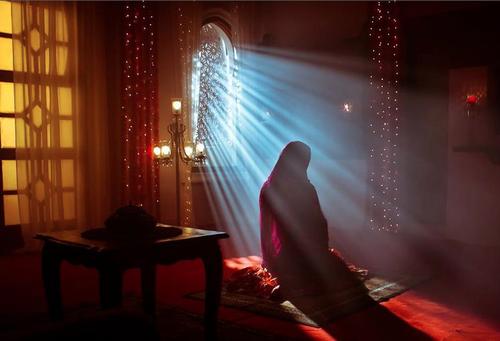 kadın-müslüman-dua
