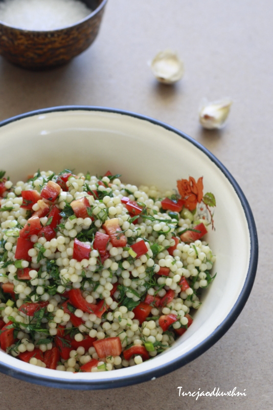 Salatka z kuskusem i papryka