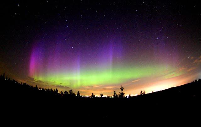 http://3.bp.blogspot.com/-NiNZ7rg7hs0/TV7q3xWQjoI/AAAAAAAAEHo/de3a70fAxh0/s1600/aurora+borealis.jpg