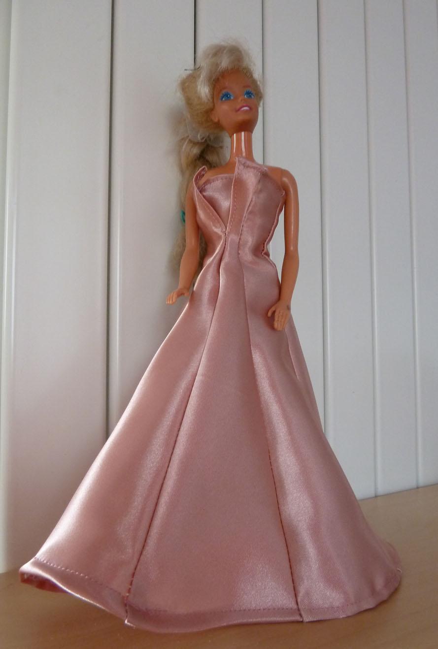 patron tricot robe barbie