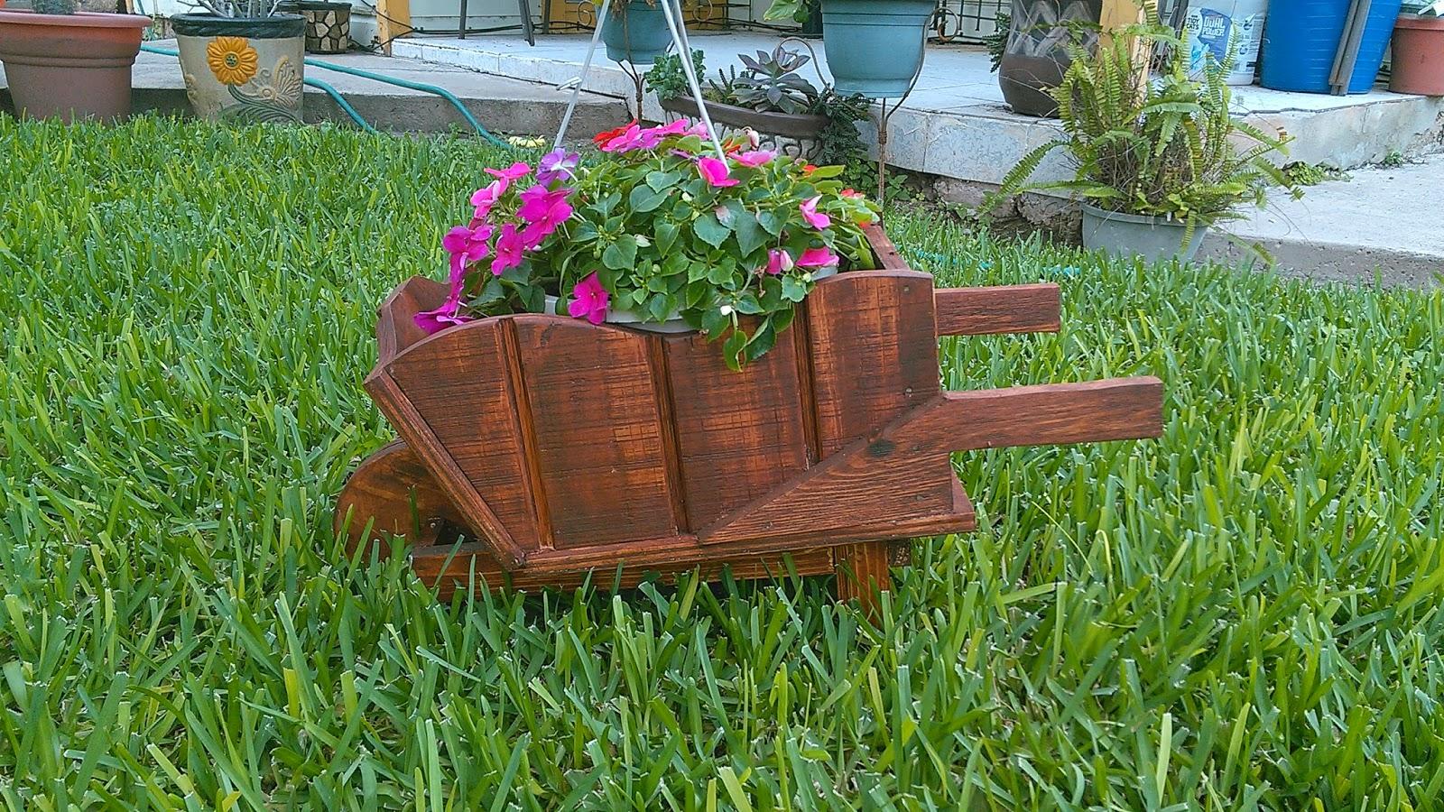 Por amor a cristo manualidades y mas carretillas r sticas for Carretillas para jardin