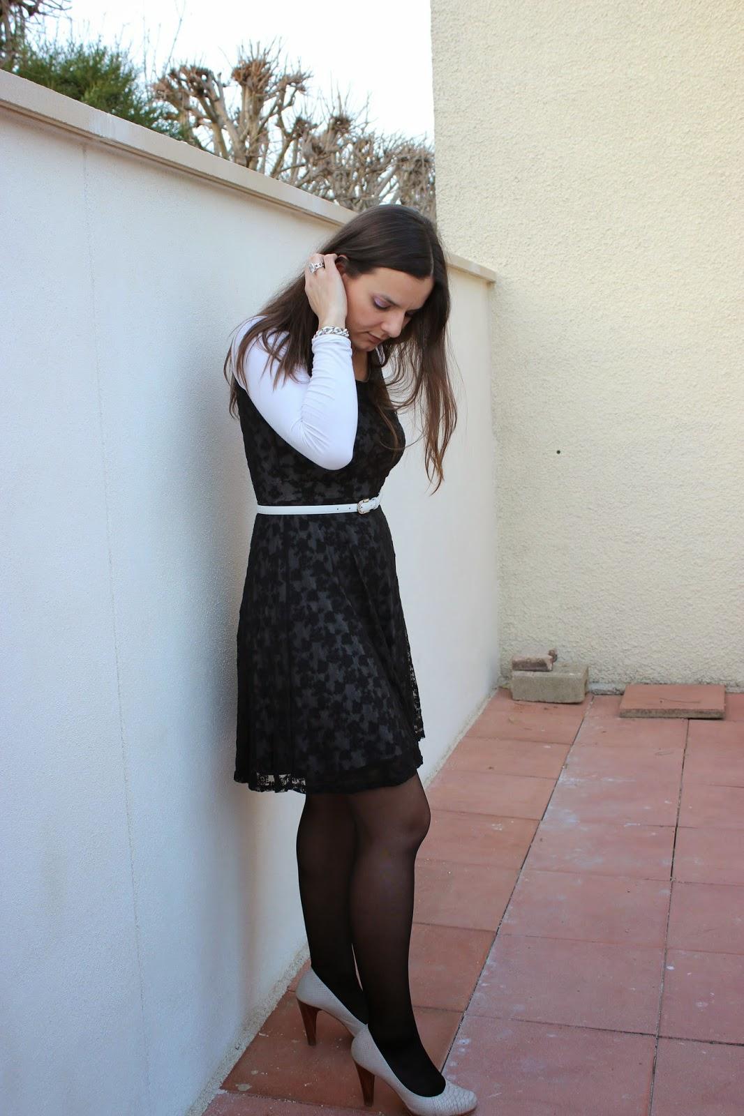 robe dentelle noire chaussures blanche