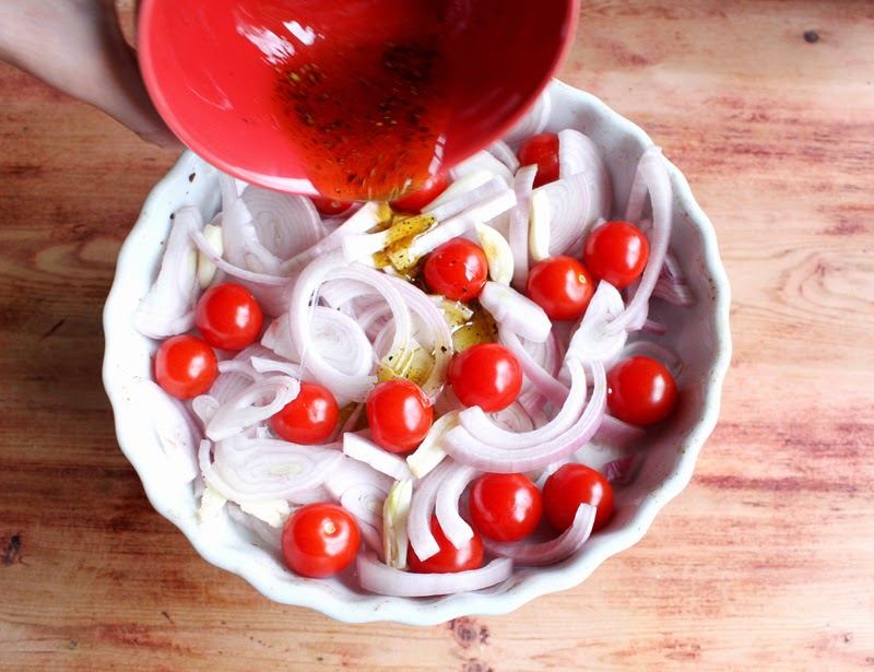 Oppskrift Bruschetta Ovnsbakt Løk Sjalottløk Cherrytomater Tomater Forrett