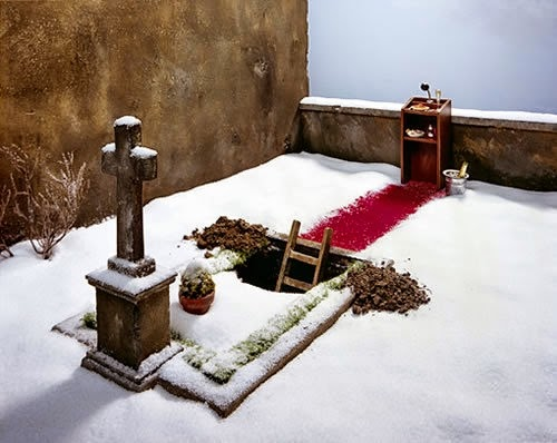 21-Frank-Kunert-Confronting-our-Lives-in-Miniature-Sculptures-www-designstack-co