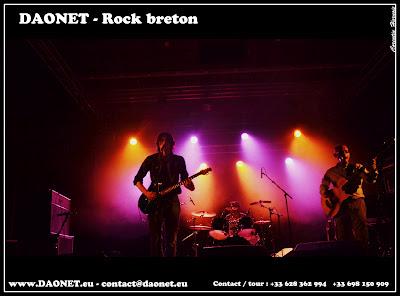 Photo de Daonet sur la scène de St Nolff pour un concert de rock breton, rock celtique en breton