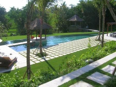 Desain kolam renang taman alami