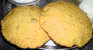 Malvani kombdi vade recipe in Marathi, मालवणी कोंबडी वडे