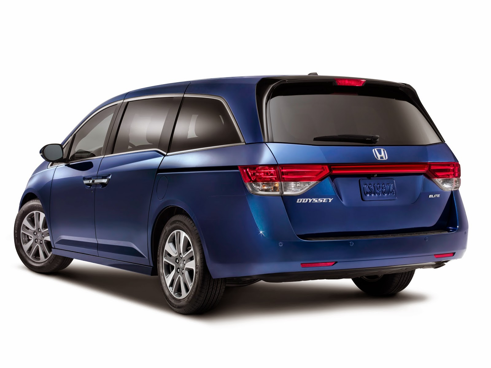 Rear 3/4 view of 2014 Honda Odyssey Touring Elite