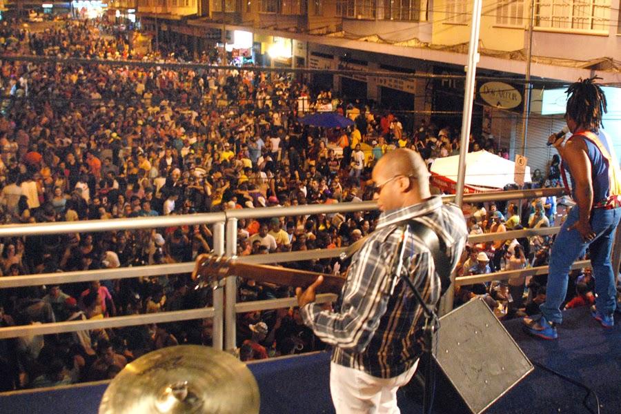 Público dança e canta com Bossa do Samba no Parque Regadas